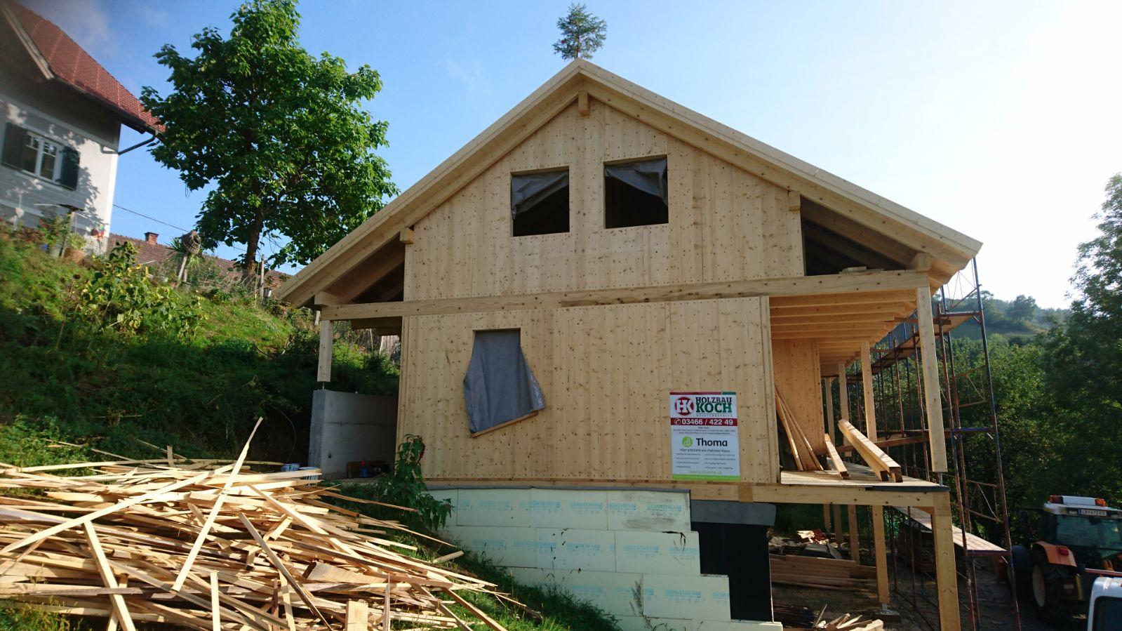Massivholzhaus mit Holz100 Wäˆnden der Firma Thoma