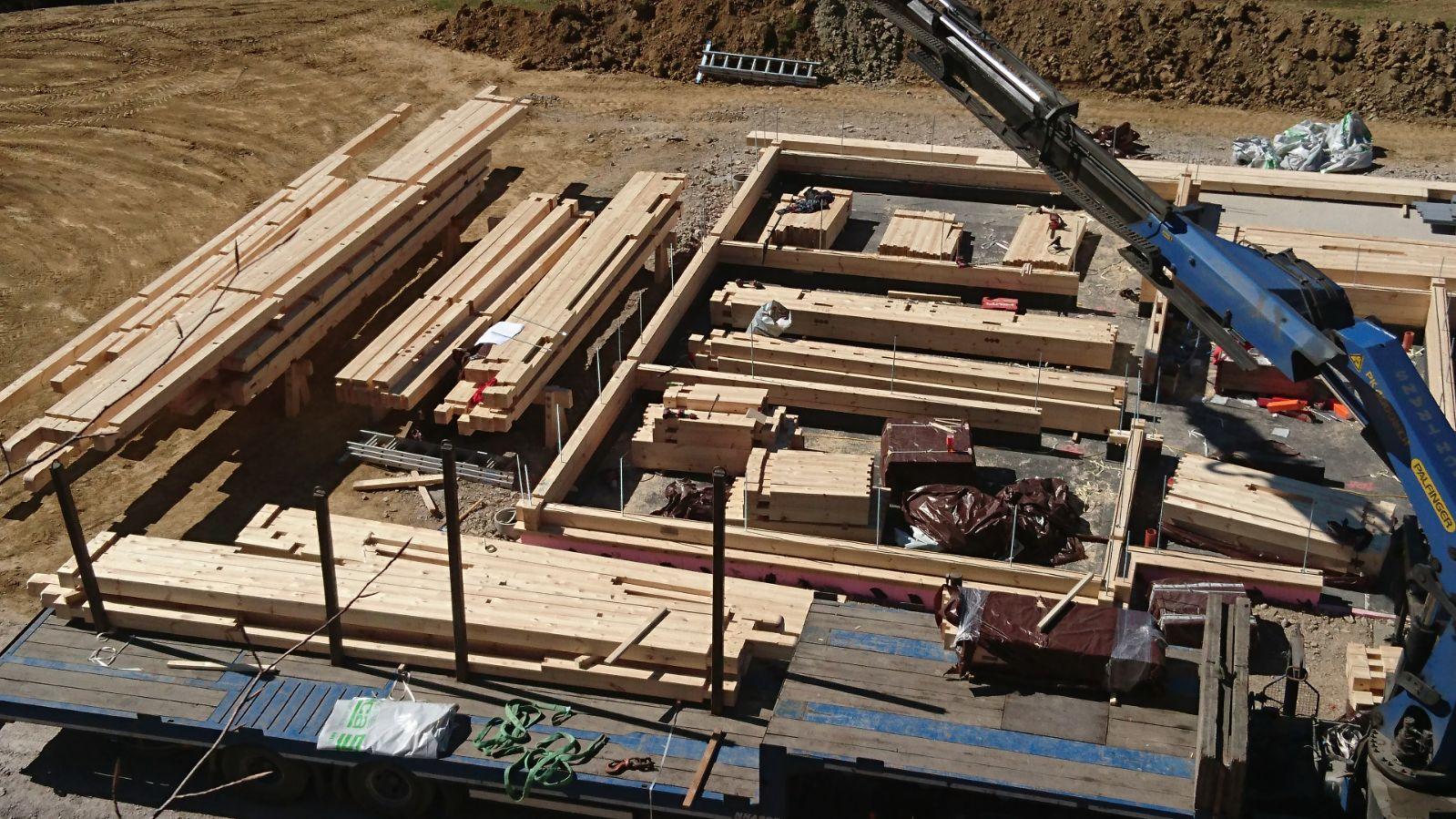 Montagebeginn Blockhaus