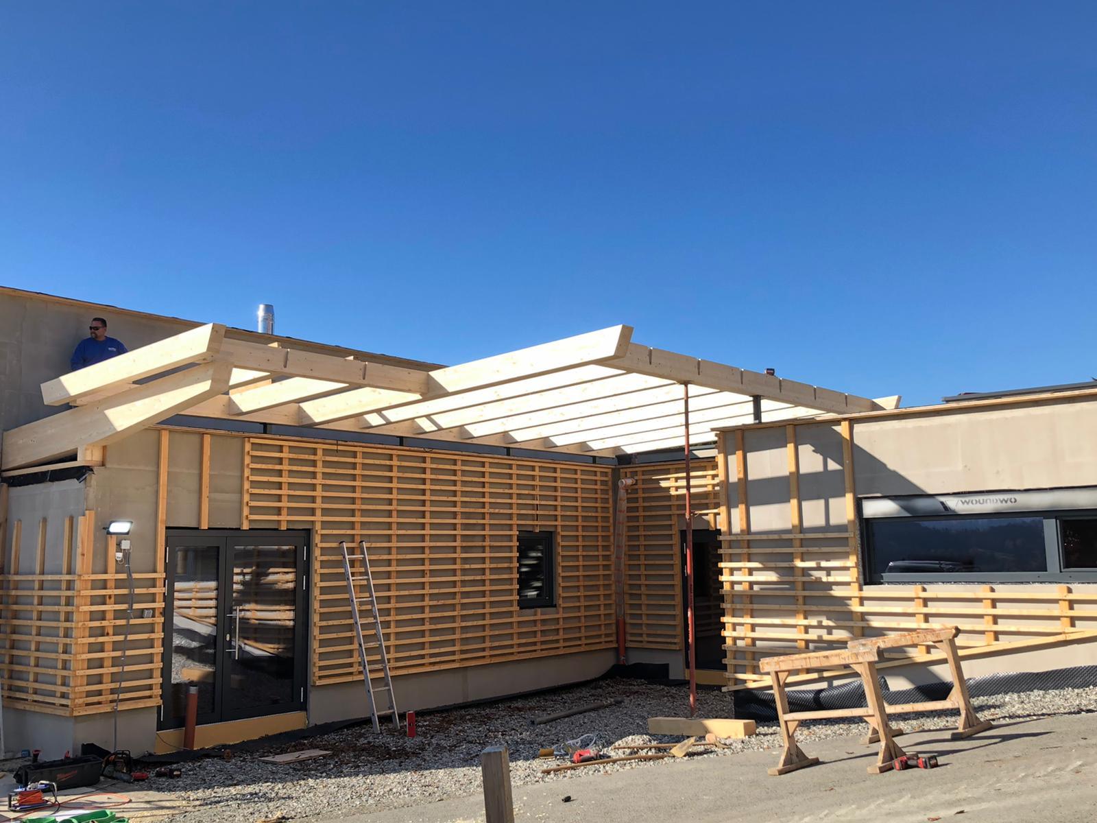 Unterkonstruktion für eine Ziegelfassade und Dachkonstruktion Eingang für ein Glasdach